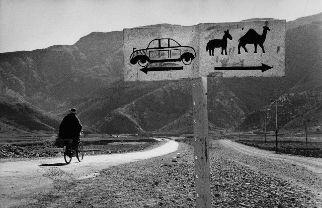 Separate actual and symbolic realms (Marc Riboud)